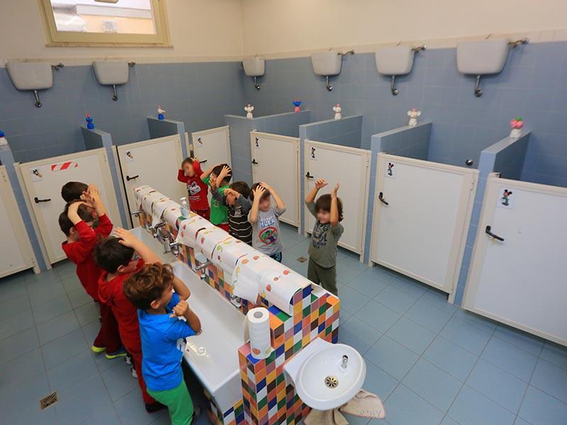 bagni scuola sacro cuore pesaro